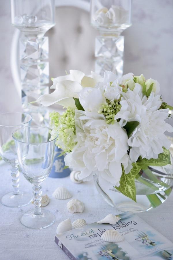 爽やかなガラスベースに初夏の白グリーンブーケ