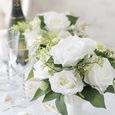 真っ白いバラのシンプルアレンジの画像1