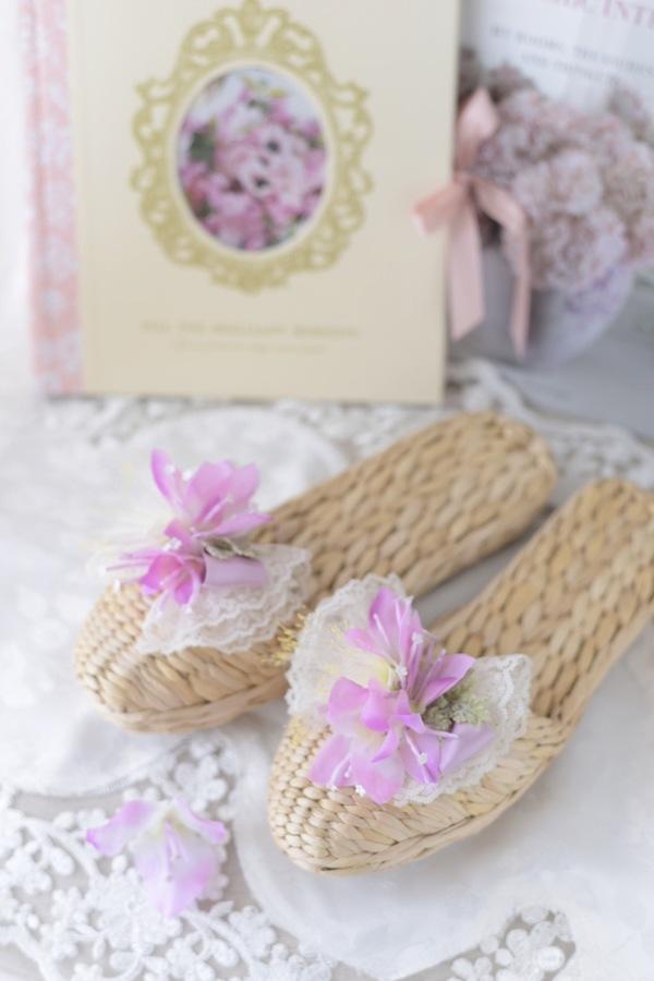 ブーゲンビリアの花のついたスリッパ