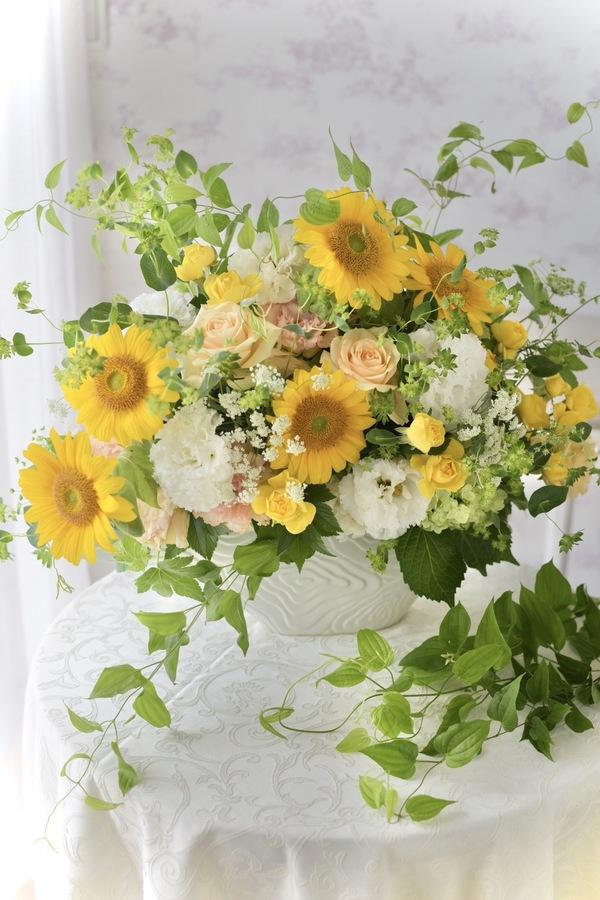 開業お祝いに生花アレンジメントのオーダーをいただきました。
