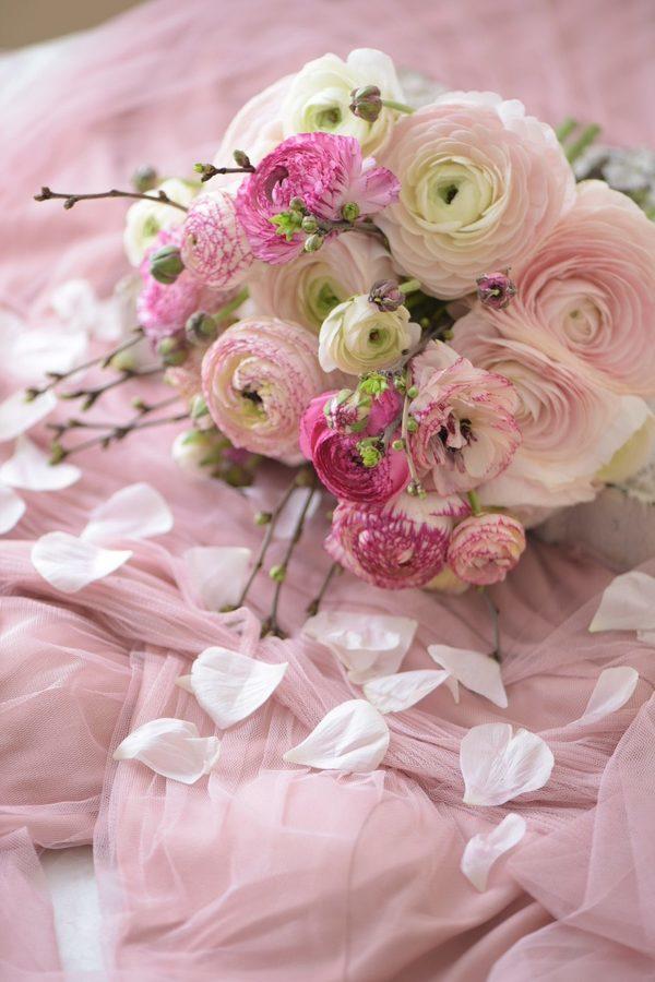 ピンク色ラナンキュラスのブーケ