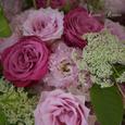 愛らしいピンクのバラのブーケの画像4