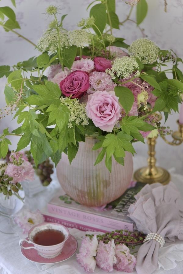 愛らしいピンクのバラのブーケ