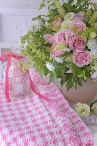エレガントドレスと言う名のピンクの薔薇のブーケ&リントンツイードスカート